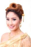 Mujer tailandesa hermosa del retrato en traje tradicional tailandés del vintage Fotografía de archivo