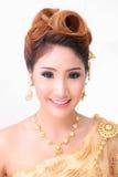 Mujer tailandesa hermosa del retrato en traje tradicional tailandés del vintage Foto de archivo libre de regalías
