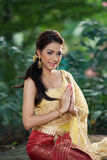 Mujer tailandesa que lleva el vestido tailandés típico Fotografía de archivo libre de regalías