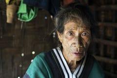 Mujer tatuada tribu de Chin Imagenes de archivo