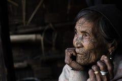 Mujer tatuada tribu de Chin (Muun) Imagen de archivo