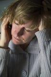 Mujer tensionada en el teléfono celular Fotografía de archivo
