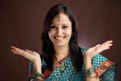 Mujer tradicional india sorprendida Imagen de archivo