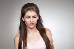 Mujer trastornada que la siente culpable foto de archivo