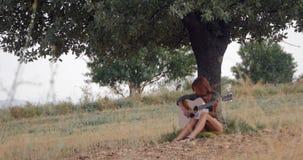 Mujer tres de la guitarra almacen de video