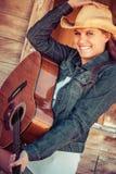 Mujer tres de la guitarra imagen de archivo libre de regalías