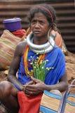 Mujer tribal de Orissa en el mercado semanal Imagen de archivo libre de regalías