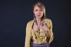 Mujer tribal moderna fotografía de archivo