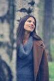 Mujer triguena hermosa al aire libre Imagen de archivo