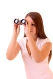 Mujer triguena joven con binocular aislada Fotografía de archivo