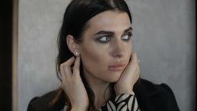 Mujer triste atractiva metrajes