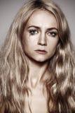 Mujer triste con los rasgones en sus ojos Imagen de archivo libre de regalías