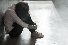Mujer triste de ser violado fotos de archivo libres de regalías