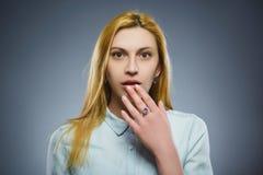 Mujer triste del primer con la expresión subrayada preocupante de la cara Fotografía de archivo libre de regalías
