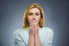 Mujer triste del primer con la expresión subrayada preocupante de la cara Imagenes de archivo