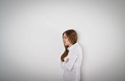 Mujer triste e infeliz en blanco imágenes de archivo libres de regalías