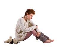Mujer triste en el piso Foto de archivo libre de regalías