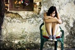 Mujer triste en la localización sucia Fotografía de archivo libre de regalías
