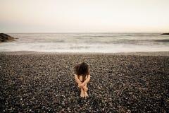 Mujer triste en la playa Imágenes de archivo libres de regalías
