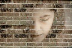 Mujer triste joven presionada Imagen de archivo libre de regalías