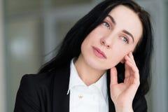 Mujer triste pensativa anhelante pensativa de la cara de la emoción Fotos de archivo libres de regalías