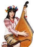 Mujer ucraniana que juega el bandura Fotos de archivo