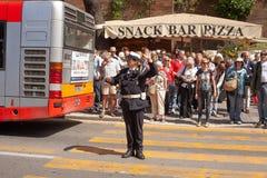 Mujer uniformada de la policía en deber del tráfico fotografía de archivo libre de regalías
