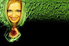 Mujer verde misteriosa. Foto de archivo libre de regalías