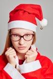 Mujer vestida como Santa Claus con una mirada seria Imagenes de archivo