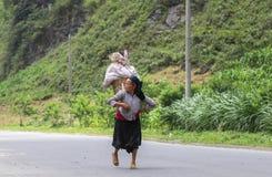 Mujer vietnamita en el norte de Vietnam Imagen de archivo libre de regalías