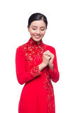 Mujer vietnamita encantadora en Ao Dai Traditional Dress, gesto t Foto de archivo libre de regalías