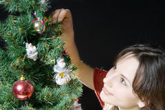 Mujer y árbol de navidad Imagen de archivo