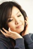 Mujer y auricular Imagen de archivo libre de regalías