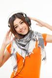 Mujer y auricular asiáticos Imágenes de archivo libres de regalías