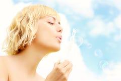 Mujer y burbujas Imagen de archivo