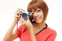Mujer y cámara asiáticas Foto de archivo