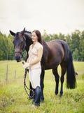 Mujer y caballo Imagen de archivo libre de regalías
