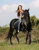 Mujer y caballo bonitos Imagenes de archivo