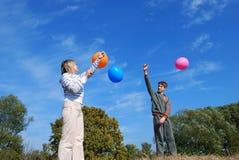 Mujer y cabrito con los globos Foto de archivo libre de regalías