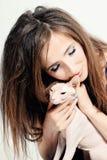 Mujer y Cat Hairless felices foto de archivo