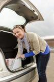Mujer y coche Imágenes de archivo libres de regalías