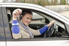 Mujer y coche Fotografía de archivo libre de regalías