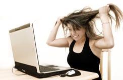 Mujer y computadora portátil Fotos de archivo