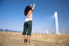 Mujer y energía solar Foto de archivo libre de regalías