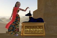 Mujer y estatua egipcias de Anubis Fotografía de archivo