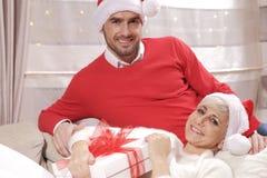 Mujer y hombre en la Navidad Fotos de archivo