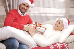 Mujer y hombre en la Navidad Foto de archivo