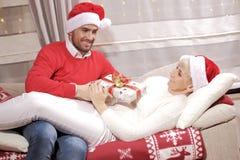 Mujer y hombre en la Navidad Fotografía de archivo