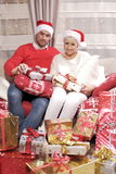 Mujer y hombre en la Navidad Fotos de archivo libres de regalías