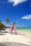 Mujer y hombre en la playa Imagen de archivo libre de regalías